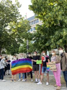 Demo gegen die queer feindlichen Gesetze des ungarischen Parlaments